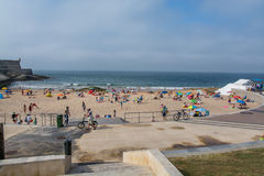 Moinho strand i Carcavelos, Portugal Arkivbild