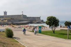 Moinho strand i Carcavelos, Portugal Arkivfoto