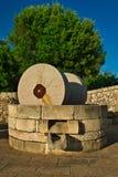 Moinho tradicional do granito para pressionar azeitonas Casa da quinta típica de Salento, Puglia Itália Imagem de Stock Royalty Free