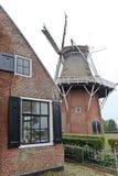Moinho Zeldenrust da blusa do Frisian em Dokkum, Holanda Imagens de Stock