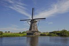 Moinhos de vento antigos perto de Kinderdijk, Países Baixos Fotografia de Stock Royalty Free