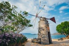 Moinhos de vento antiquados no platô de Lasithi crete fotografia de stock royalty free