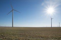 Moinhos de vento com raios de sol Fotografia de Stock