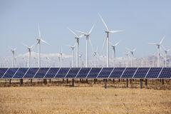 Moinhos de vento da energia alternativa e solar Foto de Stock Royalty Free