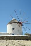 Moinhos de vento de Mykonos - Greece Moinho de vento tradicional antes do céu azul Fotos de Stock Royalty Free