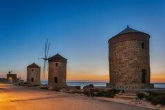 Moinhos de vento do porto de Mandraki na ilha de Rhodes Greece Fotografia de Stock