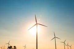 Moinhos de vento durante brilhante Fotos de Stock