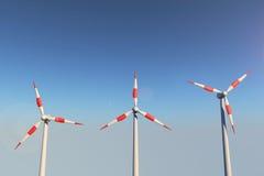 Moinhos de vento em um monte Fotografia de Stock