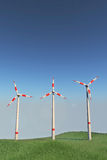 Moinhos de vento em um monte Imagens de Stock Royalty Free