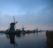 Moinhos de vento holandeses históricos no inverno Imagens de Stock Royalty Free