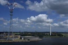 Moinhos de vento na costa Foto de Stock