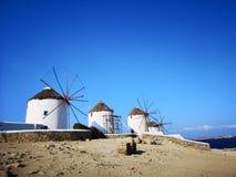 Moinhos de vento na ilha do grego de Miconos fotografia de stock