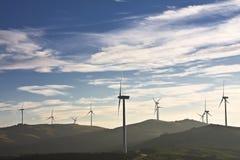 Moinhos de vento na parte superior de um montain Imagem de Stock