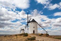 Moinhos de vento no Alcazar de San Juan La Mancha de Castilla spain imagem de stock royalty free