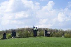 Moinhos de vento no campo Imagens de Stock