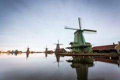 Moinhos de vento no museu do ar livre em Zaanse Schans, os Países Baixos Imagens de Stock