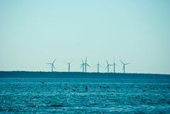 Moinhos de vento que giram na distância Fotos de Stock Royalty Free