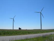 Moinhos de vento sobre paisagens americanas imagem de stock