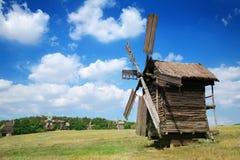 Moinhos de vento velhos Fotos de Stock