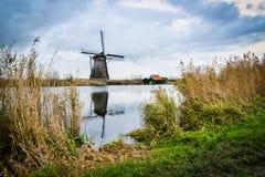 Moinhos de vento velhos em Kinderdijk no nascer do sol, Holanda, Países Baixos, Eu Fotos de Stock Royalty Free