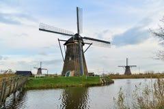 Moinhos de vento velhos em Kinderdijk no nascer do sol, Holanda, Países Baixos, Eu Fotografia de Stock