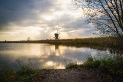 Moinhos de vento velhos em Kinderdijk no nascer do sol, Holanda, Países Baixos, Eu Imagem de Stock Royalty Free