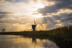 Moinhos de vento velhos em Kinderdijk no nascer do sol, Holanda, Países Baixos, Eu Fotos de Stock