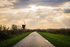 Moinhos de vento velhos em Kinderdijk no nascer do sol, Holanda, Países Baixos, Eu Foto de Stock Royalty Free