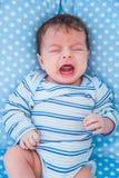 2 mois de bébé garçon à la maison Photographie stock