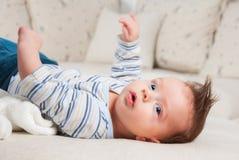 3 mois de bébé garçon Photos stock