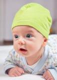 2 mois de portrait de bébé garçon Images stock