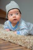 2 mois heureux de bébé garçon Image stock