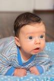 2 mois heureux de bébé garçon Photographie stock