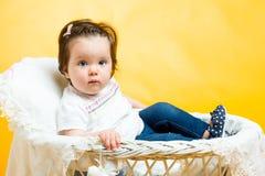 8 mois heureux de sourire de bébé Images stock