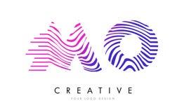 MOIS M O Zebra Lines Letter Logo Design avec des couleurs magenta Image libre de droits