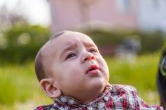 6 mois mignons de bébé baillant Photographie stock libre de droits