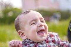6 mois mignons de sourire de bébé Photos libres de droits