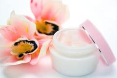 moisturizing опарника стороны крупного плана cream стоковые изображения rf
