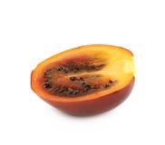 Moitié d'un fruit mûr de tamarillo d'isolement Photographie stock libre de droits
