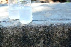 Moitié d'une bouteille de l'eau Photographie stock