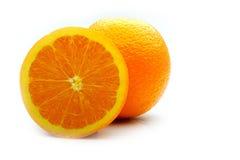 Moitié d'une orange avec la peau images libres de droits