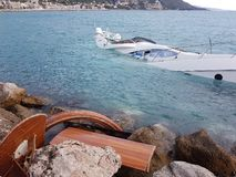 Moitié de luxe de yacht submergée photo libre de droits