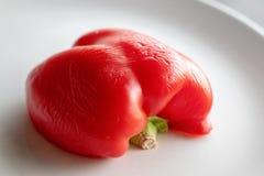 Moitié de Paprika Pepper rouge d'un plat photos libres de droits