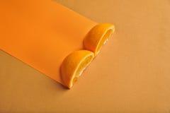 Moitié deux d'orange photo libre de droits