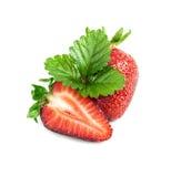 Moitié et une fraise avec la feuille Photo stock
