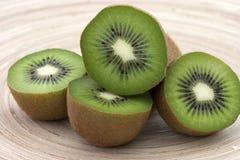 Moitiés de kiwi Photographie stock libre de droits
