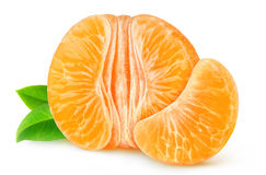 Moitié de la mandarine ou de l'orange épluchée d'isolement Photographie stock