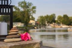 Mojón de piedra - playa Feng Shui con el espacio de la copia Fotografía de archivo libre de regalías