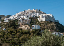 Mojacar-Dorf auf dem Hügel Stockbilder