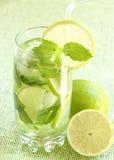 mojito зеленого цвета коктеила предпосылки Стоковые Фото